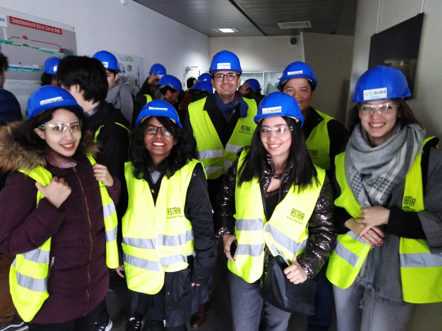 The doctoral fellows of the COFUND european project INSPIRE are wearing protective gears for the visit of the ASTRIA Plant.
